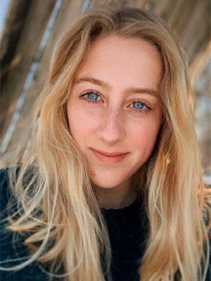 portrait Anna LeClair