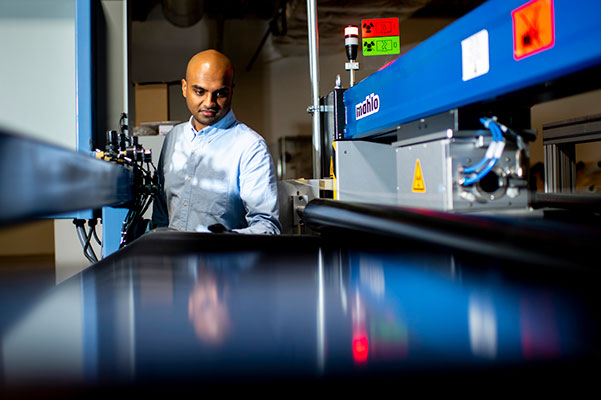Anvesh Gurijala working in lab